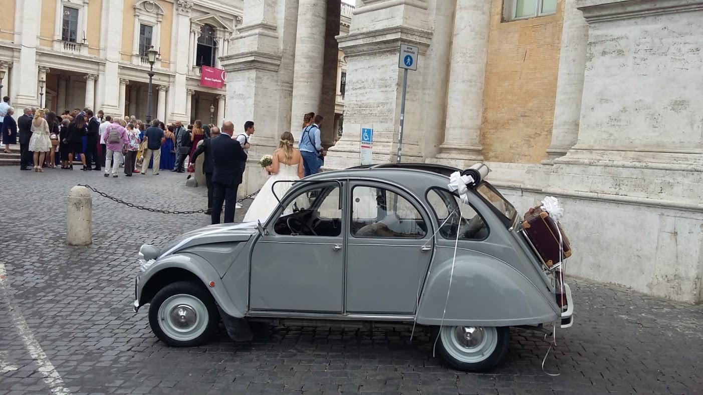 Noleggio auto d'epoca Citroen 2CV per matrimoni a Roma e tutta la provincia - noleggio auto matrimoni roma - noleggio auto matrimonio - notte auto d'epoca