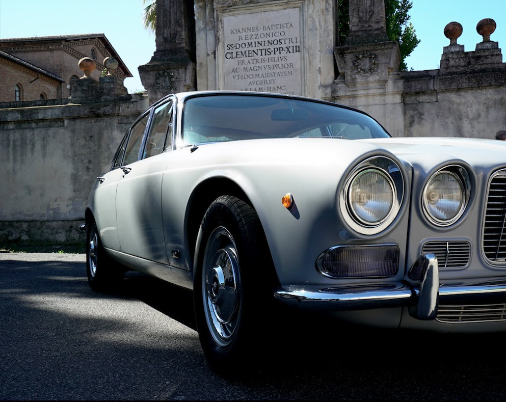 Jaguar XJ - noleggio auto matrimoni - noleggio auto d'epoca - noleggio jaguar - matrimonio.com - Noleggio Auto matrimoni - nozze auto - auto matrimonio Roma
