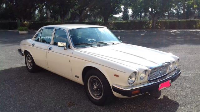 Noleggio auto d'epoca Jaguard British style per matrimoni a Roma e tutta la provincia - noleggio auto matrimoni roma - noleggio auto matrimonio - notte auto d'epoca