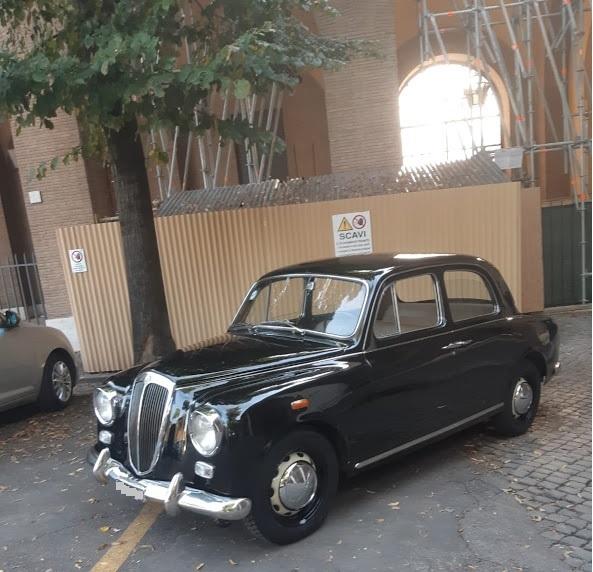 Lancia Appia anni 50 - noleggio auto matrimoni roma - noleggio auto anni 50 - noleggio auto d'epoca - noleggio auto storiche - noleggio auto matrimonio prezzi - Noleggio Auto matrimoni - nozze auto - auto matrimonio Roma