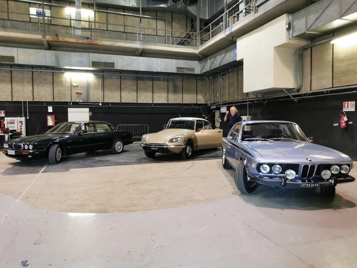 Noleggio auto per cinema e riprese cinematografiche - auto negli studi di Cinecittà a Roma