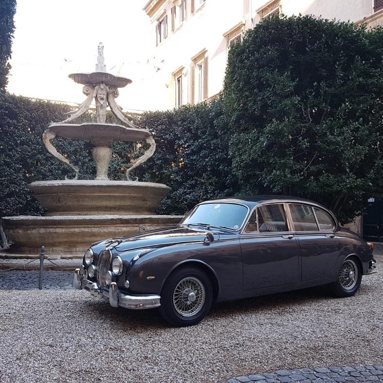 noleggio auto di lusso Roma e provincia - Jaguar MK2 British top Class - noleggio auto matrimoni - noleggio auto d'epoca