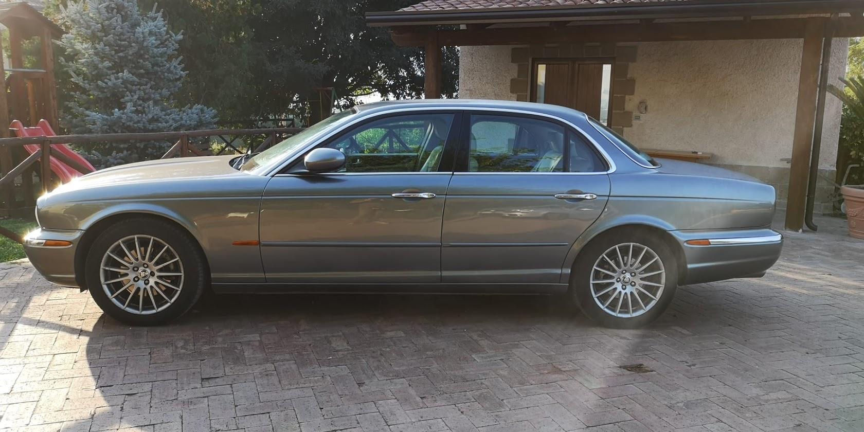 Jaguar XJ auto d'epoca per matrimoni ed eventi speciali da noleggiare a Roma e provincia a prezzi eccezionali