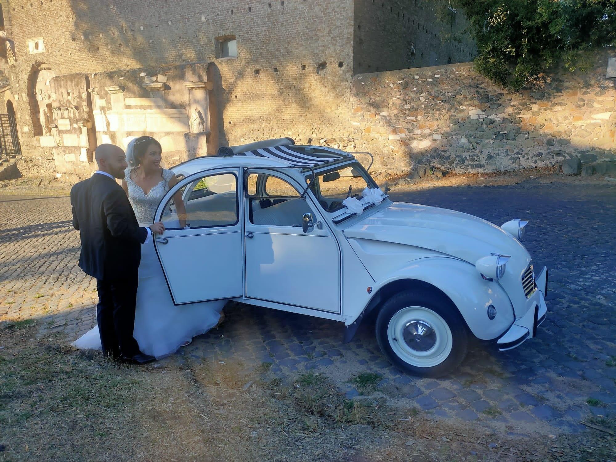 Noleggio auto matrimoni - Citroen 2CV Nozze in bianco - noleggio auto storiche