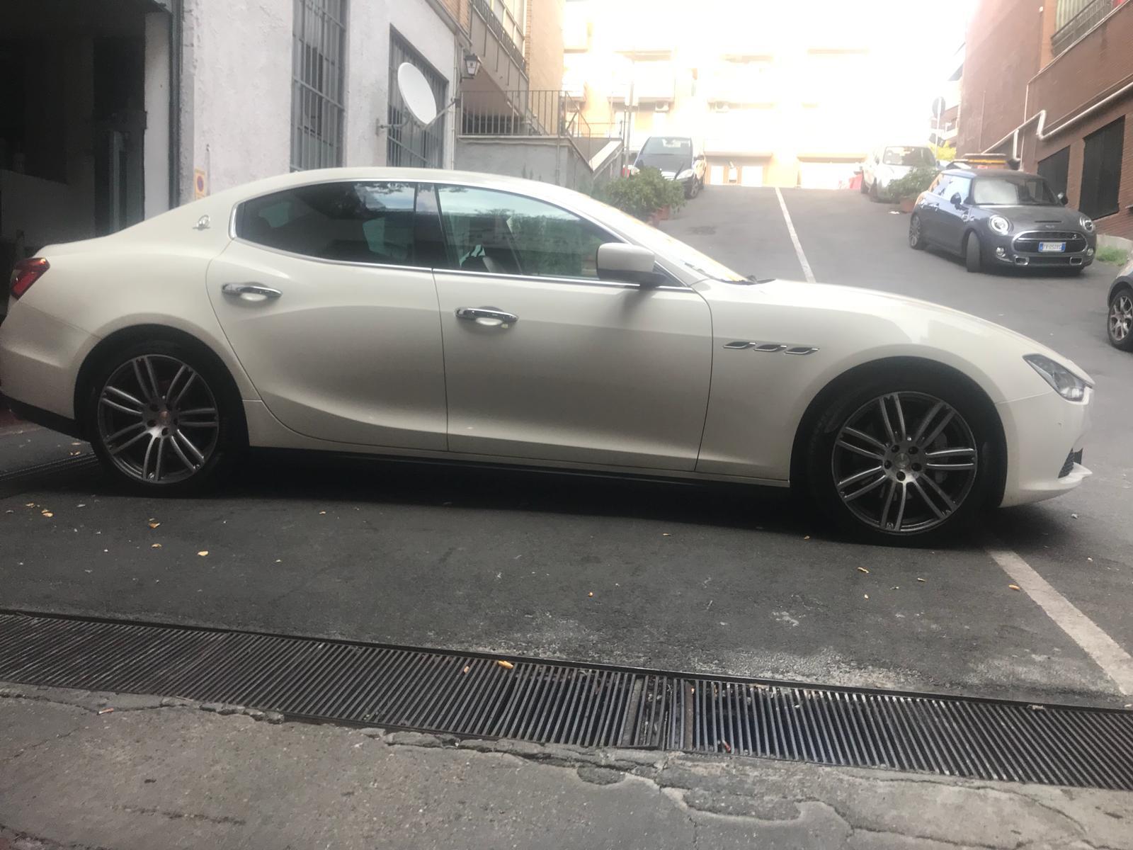 Noleggio auto matrimoni - Maserati Ghibli - noleggio auto storiche